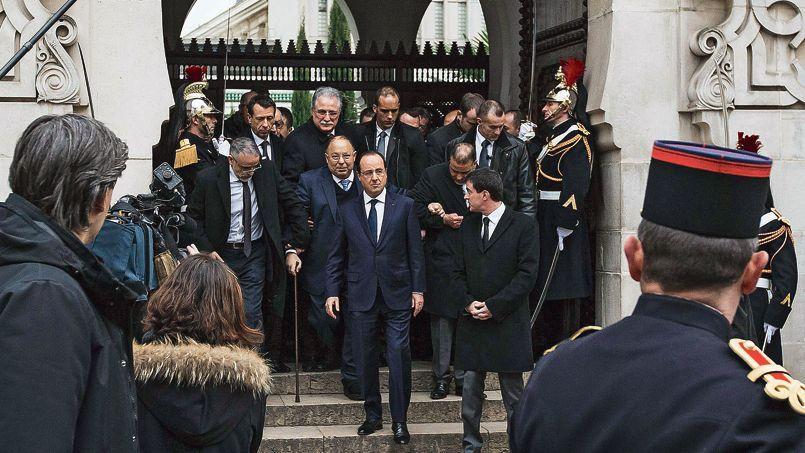 François Hollande à la sortiede la grande mosquée de Paris, mardi.