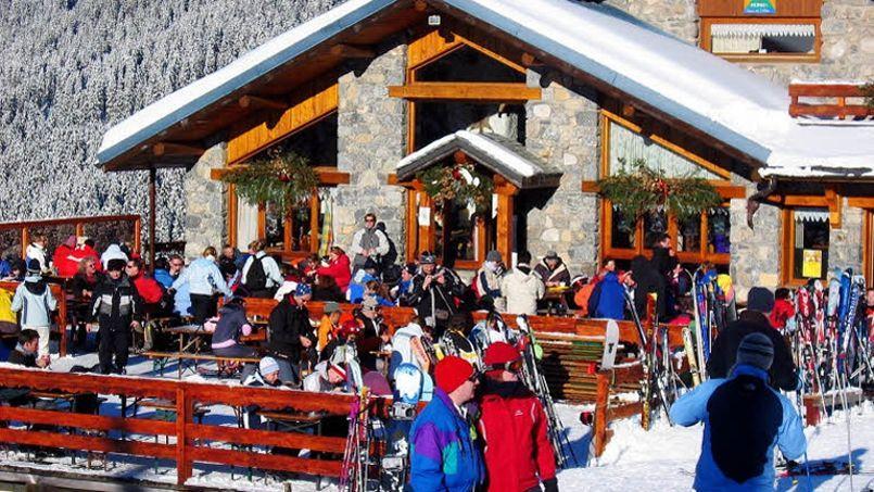Les restaurants d'altitude font souvent le plein, et se transforment de plus en plus en discothèque à ciel ouvert. (Crédits photo: Jean-Christophe MARMARA / Le Figaro)