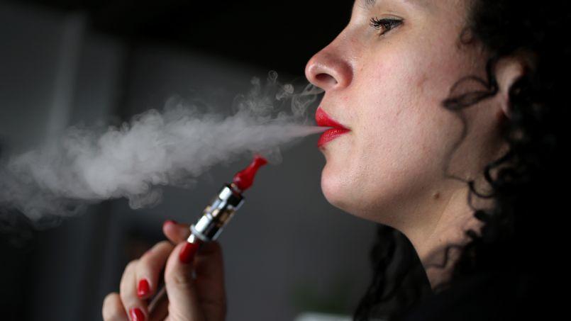Les buralistes ont vendu 4 milliards de cigarettes de moins qu'en 2012, alors que les ventes d'e-cigarette explosent.
