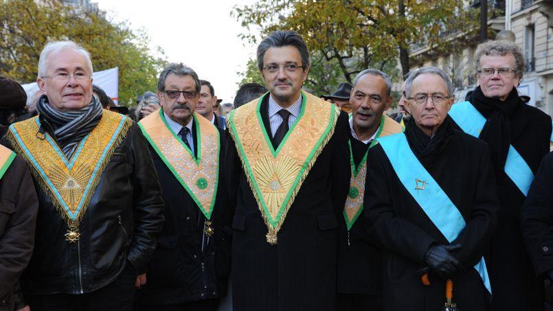 Daniel Keller, (au centre) grand maître du Grand Orient de France, lors d'une manifestation contre le racisme à Paris le 30novembre dernier.