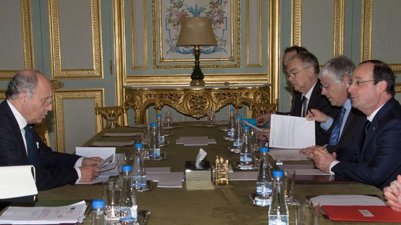 Remaniement: trois conseils à François Hollande