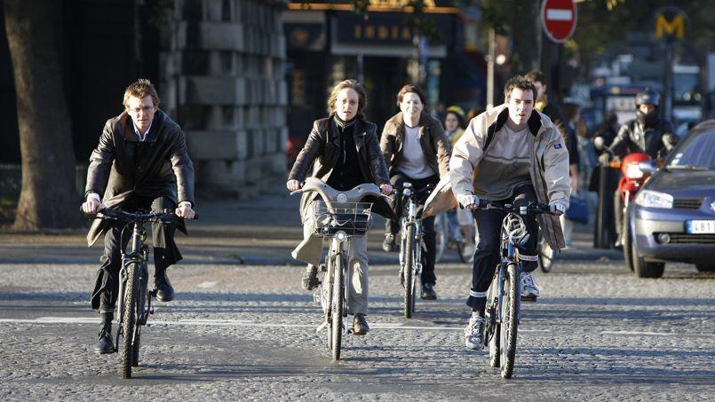 Le ministre des Transports devrait annoncer mercredi diverses mesures pour favoriser les déplacements à vélo, notamment pour les trajets domicile-travail.