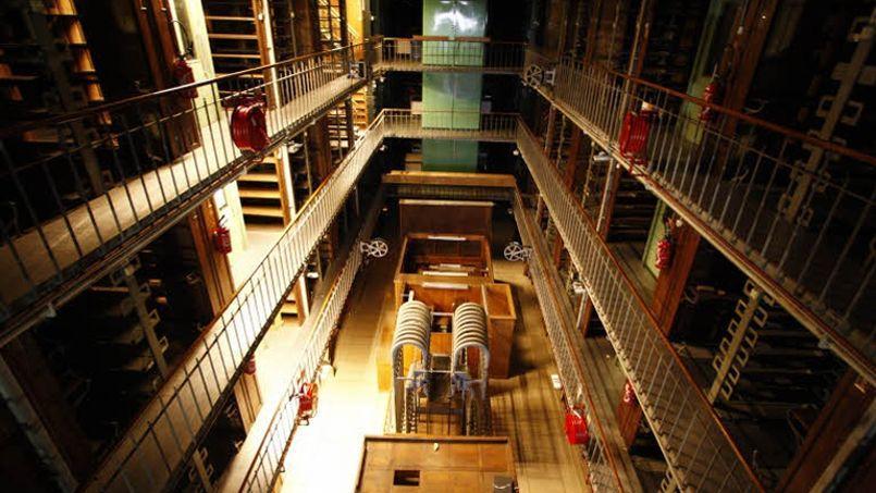Grâce au don de Mark Pigott la BNF va pouvoir restaurer ses boiseries.