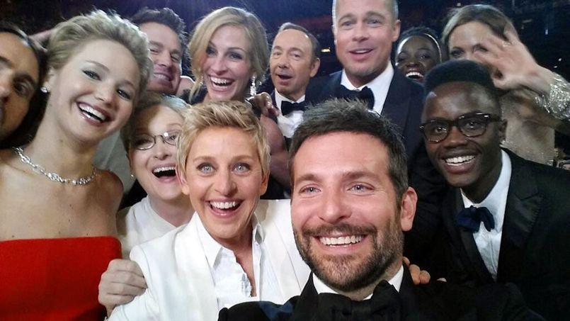 Ellen Degeneres, Bradley Cooper, Brad Pitt ou encore Julia Roberts ont contribué à promouvoir les produits Samsung.