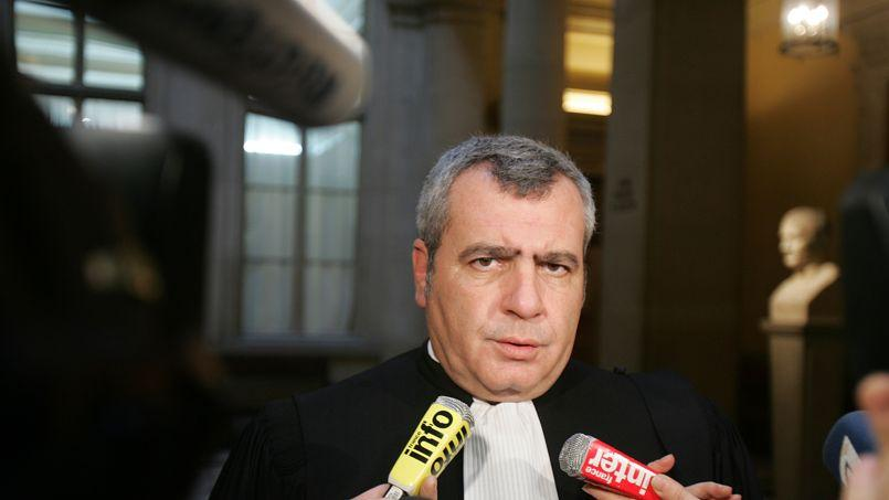 L'avocat de Nicolas Sarkozy, Thierry Herzog, dont plusieurs conversations avec l'ancien président ont été interceptées par la Justice, a dénoncé dans Le Monde «une violation monumentale des droits de la défense».