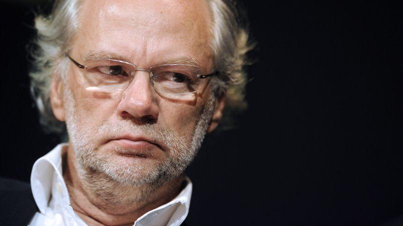 Laurent Joffrin, directeur de la rédaction du Nouvel Observateur, démissionne.