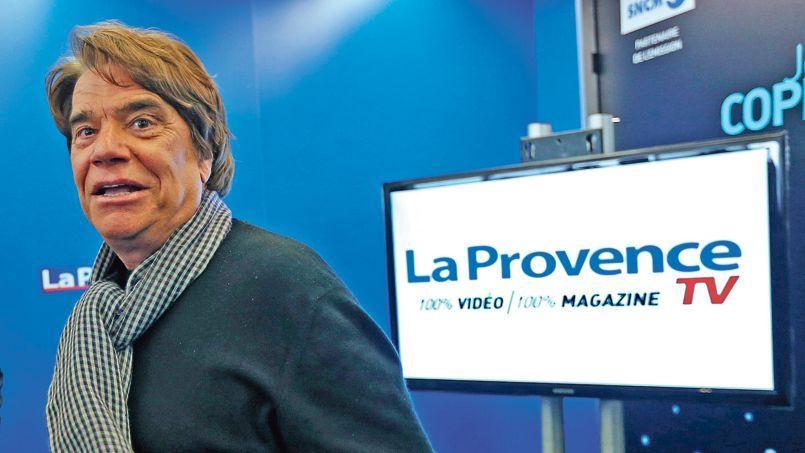 Dans sa nouvelle émission intitulée «Le 18: 18», Bernard Tapie s'improvise interviewer politique.