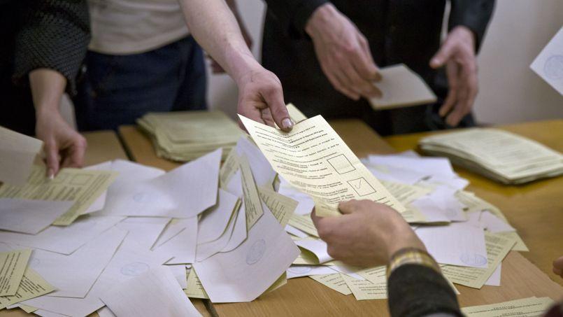 Les habitants de la Crimée ont plébiscité dimanche le rattachement de la péninsule à la Russie à 93%, selon un sondage à la sortie des urnes.