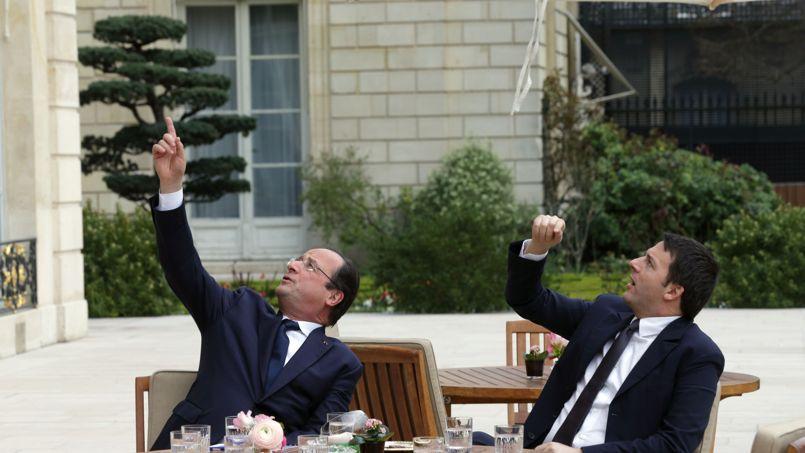 François Hollande et Matteo Renzi, le 15 mars dans les jardins de l'Elysée