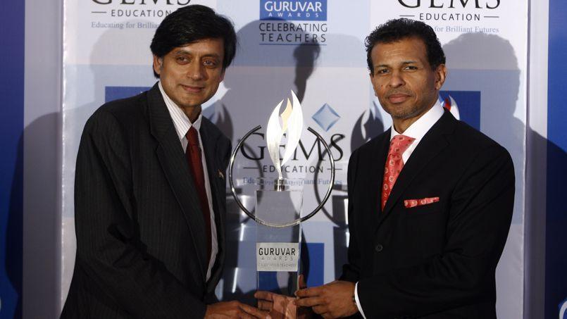 Le milliardaire Sunny Varkey (à droite) est à l'origine de ce concours.