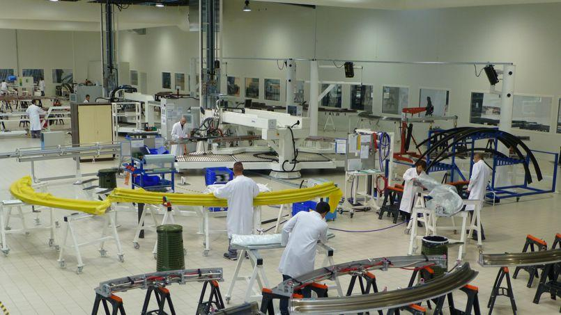 Réalisation des cadres de fuselage de l'Airbus A350 par Duqueine Composites à Civrieuxen Rhône-Alpe où la PME a construit une usine de 14.000 m2 uniquement dédiée au nouveau long-courrier européen.
