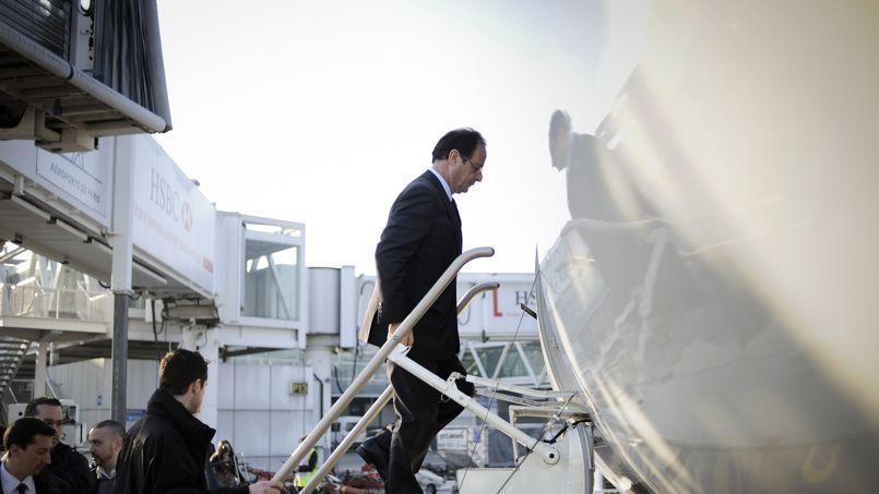 Hollande critiqué pour être allé voter en Corrèze en Falcon