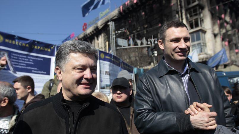 Piotr Porochenko (à gauche) a reçu le soutien de poids du chef du parti Oudar, l'ex-boxeur et leader de la place de l'Indépendance, Vitali Klitschko.
