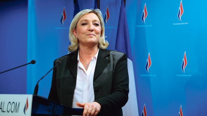 La présidente du FN, Marine Le Pen, dimanche soir, au siège de son parti, à Nanterre.