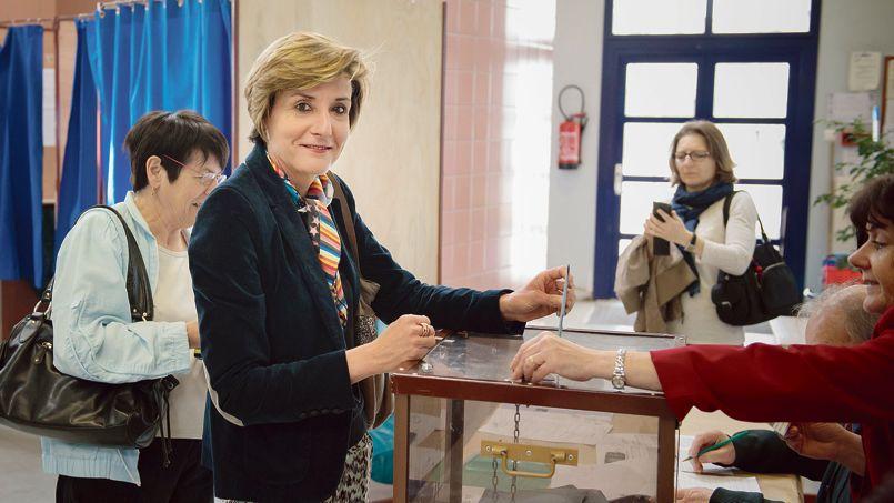 Cécile Helle, dimanche, à Avignon. La semaine dernière la candidate socialiste était arrivée derrière Philippe Lottiaux (RBM) avec 27 voix d'écart.