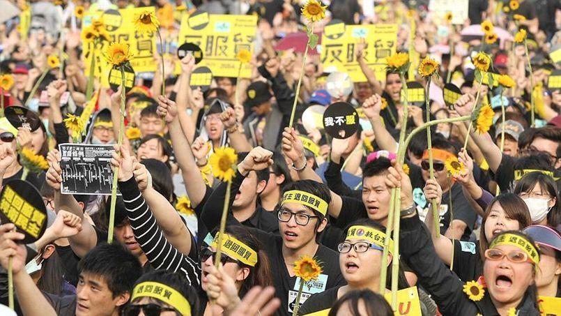 Des milliers de manifestants ont défilé dimanche dans les rues de Taipei.