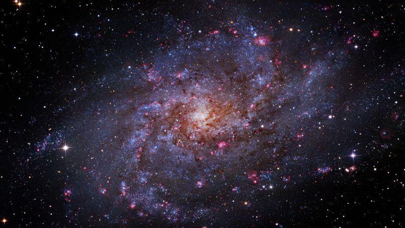 Il y a 13.8 milliards d'années, un phénomène singulier a libéré toute l'énergie nécessaire à la construction de notre univers.