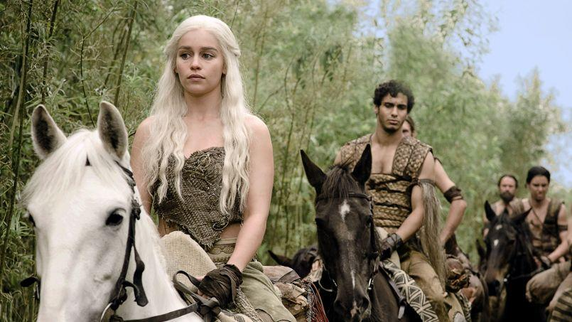 Emilia Clarke (Daenerys Targaryen) dans la série Game of Thrones.