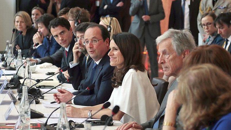 La ministre de la Culture et de la Communication aux côtés de François Hollande, en visite surprise au Forum de Chaillot.
