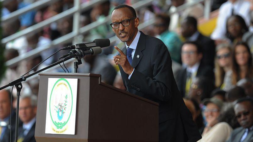 Les présidents François Hollande et Paul Kagame lors du 4e sommet Union européenne-Afrique, à Bruxelles, le 2 avril.