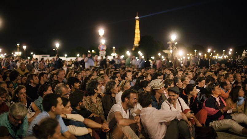 Rassemblement des «veilleurs» mobilisés contre la loi Taubira, place de la Concorde, à Paris, le 31 août.