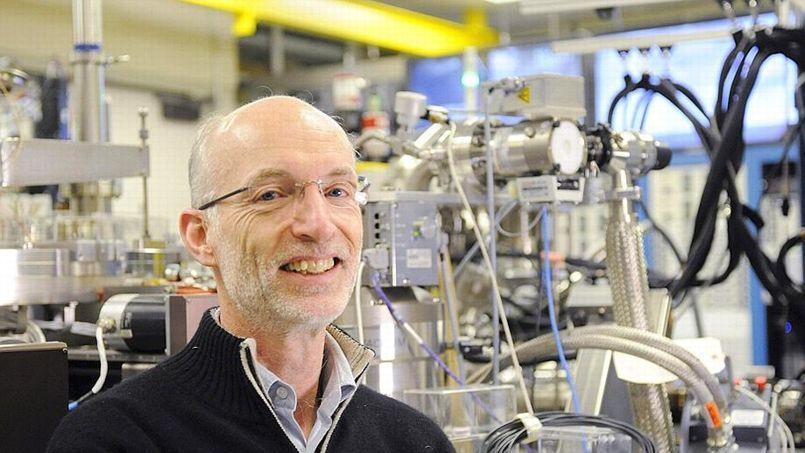 Le professeur Stuart Parkin dans un laboratoire de Stanford, en Californie (Crédit: Lehtikuva, TAF).
