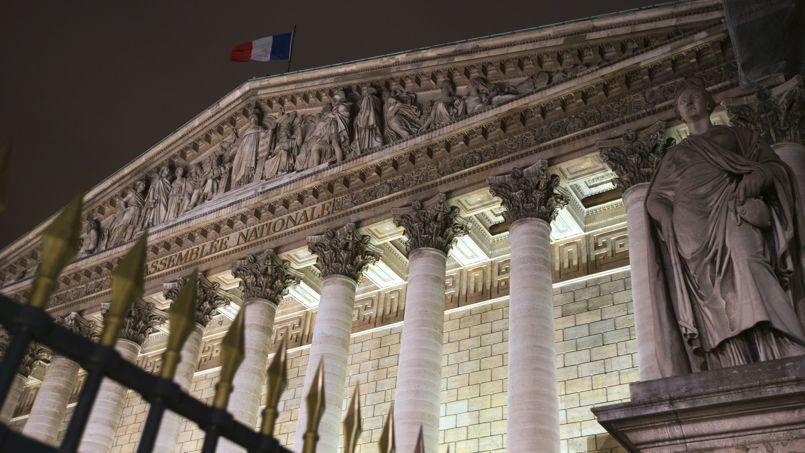 Le palais Bourbon de nuit.