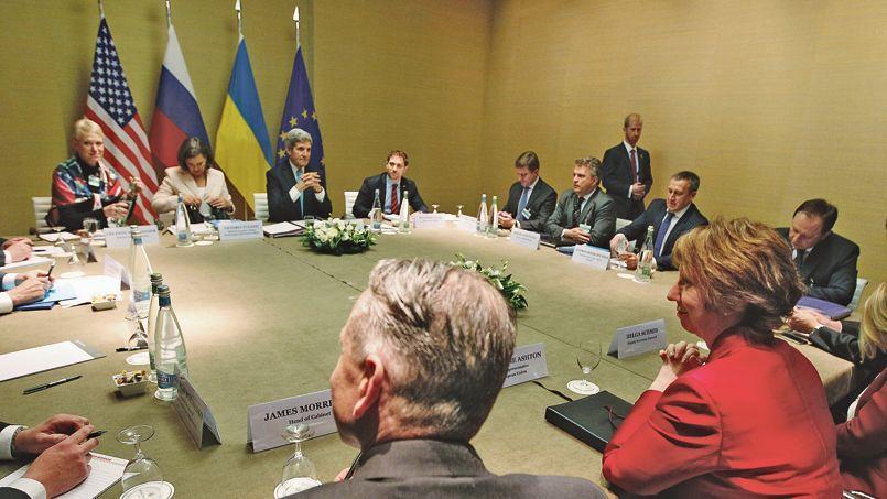 Les représentants de l'Europe, des États-Unis, de la Russie et de l'Ukraine, jeudi, autour de la table des négociations à Genève.