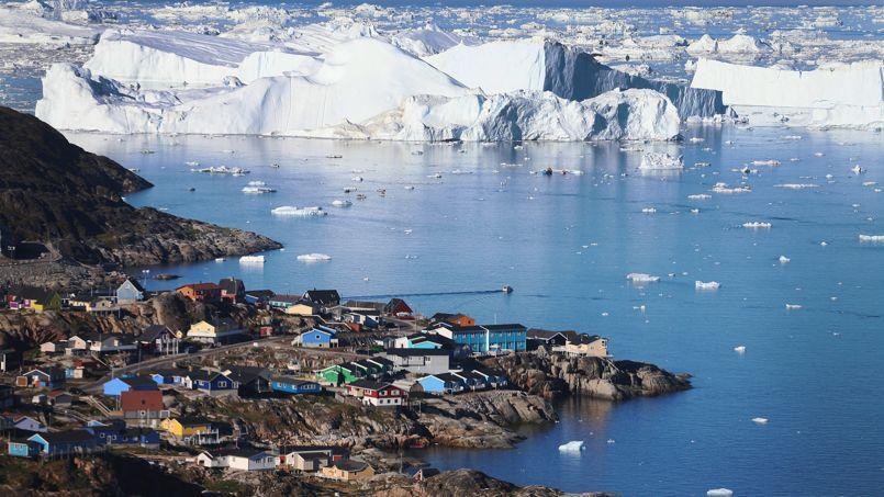 Débâcle au Groenland autour du village d'Ilulissat, en juillet 2013. La cause principale de la hausse du niveau océanique est la fonte des glaciers.