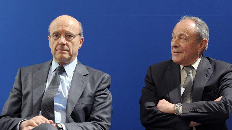 Alain Juppé et Michel Rocard côte-à-côte lors d'une conférence de presse du comité de surveillance du Programme d'investissements d'avenir, le 20 mars 2012.