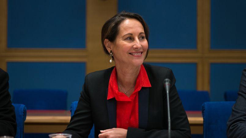 La ministre de l'Écologie Ségolène Royal devant les sénateurs.