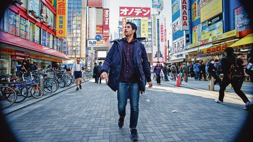 Tokyo Reverse,  phénomène «Slow TV» avec une déambulation inversée d'un jeune Français à Tokyo.