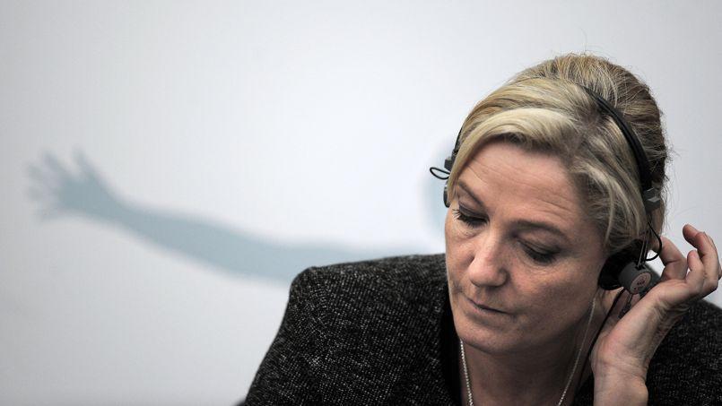 Travailleurs détachés: l'incohérence de Le Pen entre son discours et son vote
