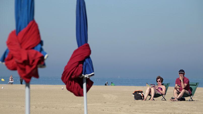 Un couple à Deauville. dans le département du Calvados.