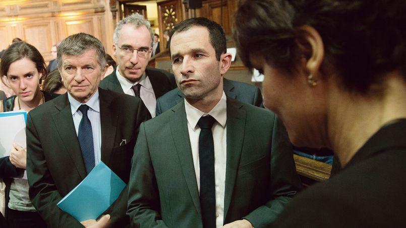 Jean-Paul Delahaye (à gauche) avec Benoît Hamon, le 9 avril à Paris.