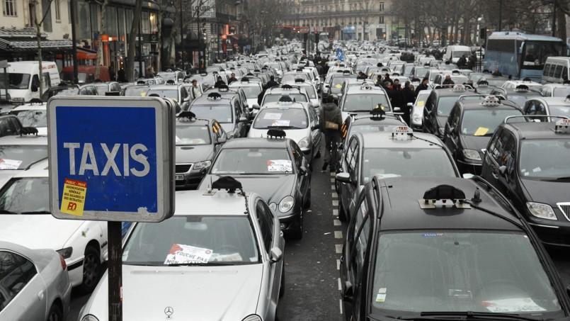 Le prix des plaques des taxis parisiens affiche une baisse de 25% depuis janvier 2013.
