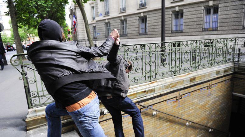 Les violences aux personnes ont augmenté de 4% à Paris, soit une centaine d'agressions par jour.