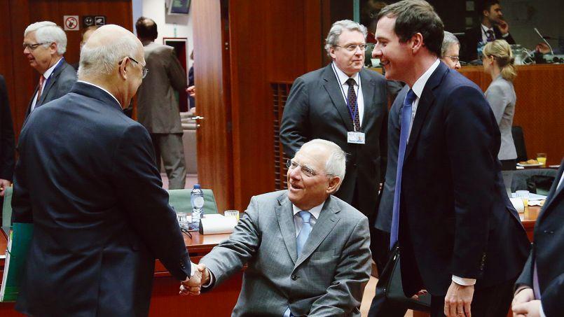 Les ministres des Finances français, allemand et britannique, Michel Sapin, Wolfgang Schaüble et George Osborne, lors d'une réunion mardi matin à Bruxelles.