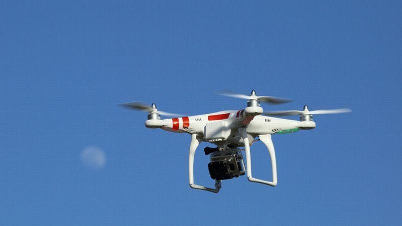 Faire voler un drone équipé d'une caméra relève d'une législation particulière.