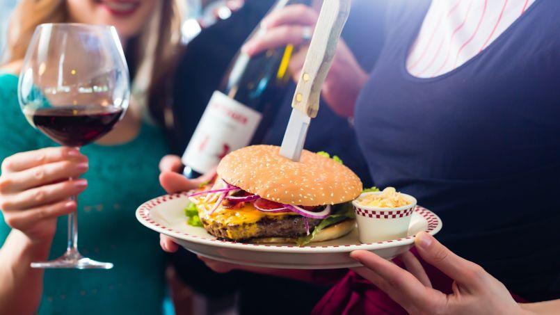 Vin et hamburger, un must outre-Atlantique.