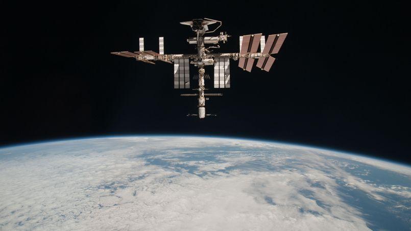 L'ISS, vue d'une capsule Soyouz.