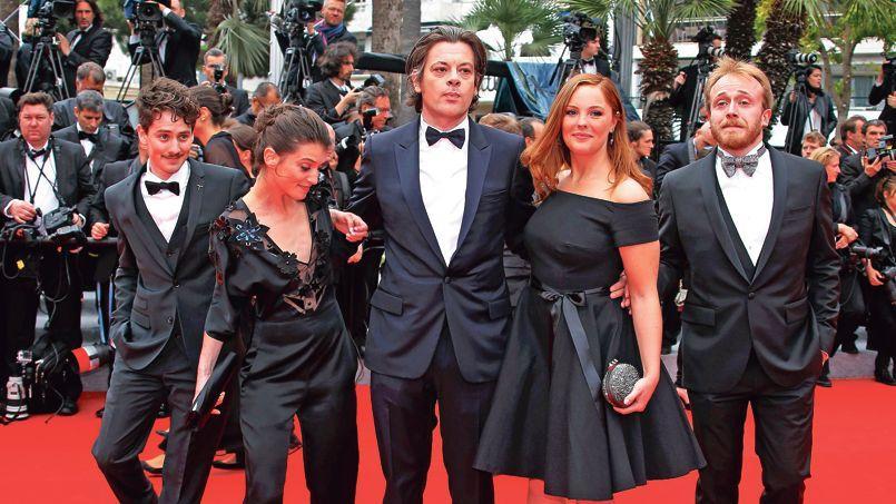 L'équipe du film Foxcatcher, réalisé par Benjamin Biolay (au centre) avec Barbara Probst.