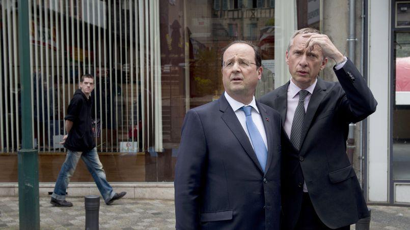 François Hollande avec le maire de Tulle Bernard Combes, dimanche.