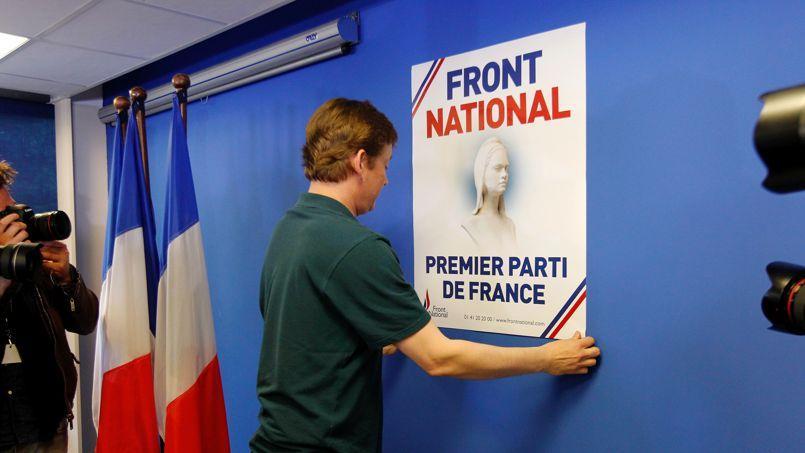 Après l'annonce des résultats, dimanche soir, au siège du Front national, à Nanterre.