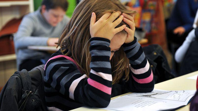 Les petits Français accusent une baisse en orthographe et en compréhension écrite.