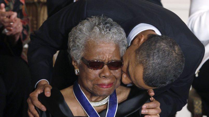 En 2011, Maya Angelou recevait la médaille de la liberté des mains du Président Barack Obama.