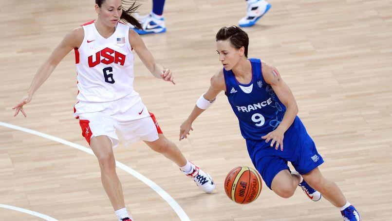 Céline Dumerc, capitaine de la sélection française de basket, conduira l'équipe Caisse d'épargne aux JO de Rio.