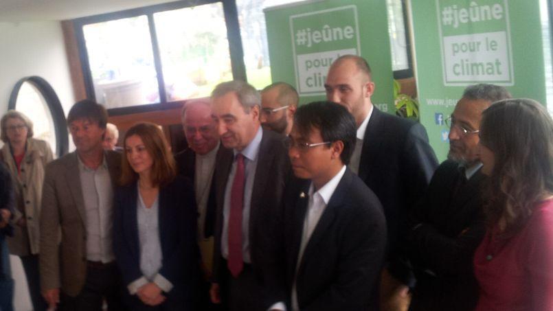 Les participants à la conférence du jeûne pour le climat. (Crédits photo: Marc Cherki, Le Figaro)
