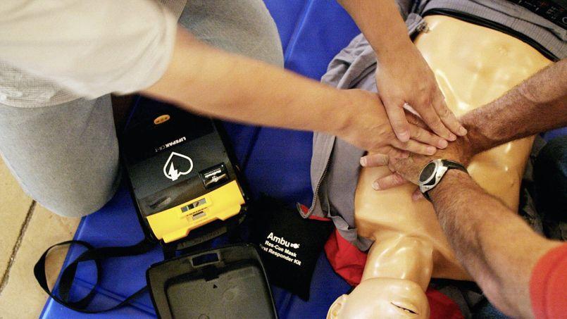 Le parlementaire suggère que des associations comme la Prévention routière ou la Croix-Rouge, puissent se charger de ces cours.