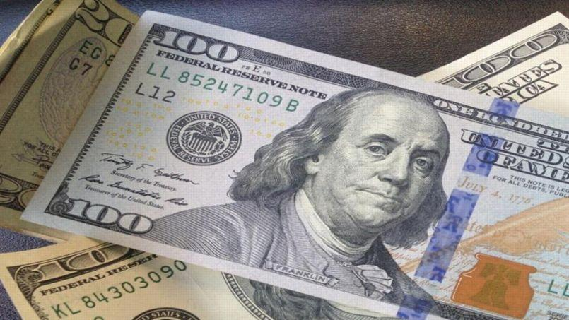 Le riche donateur s'amuse à cacher des enveloppes contenant quelques dizaines de dollars et donne des indices aux participants via le compte Twitter @HiddenCash. Crédits photos: @HiddenCash.